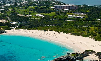 Named For Its Curving Shape Por Horseshoe Bay Beach Boasts Bermuda S Trademark Translucent Strikingly Blue Waters And Pretty In Pink Sands