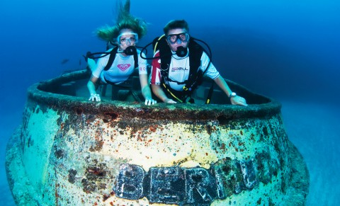 Shipwreck of two tugboats, Bermuda