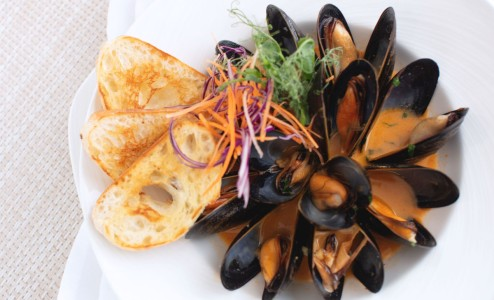 Smokey Steamed Mussels